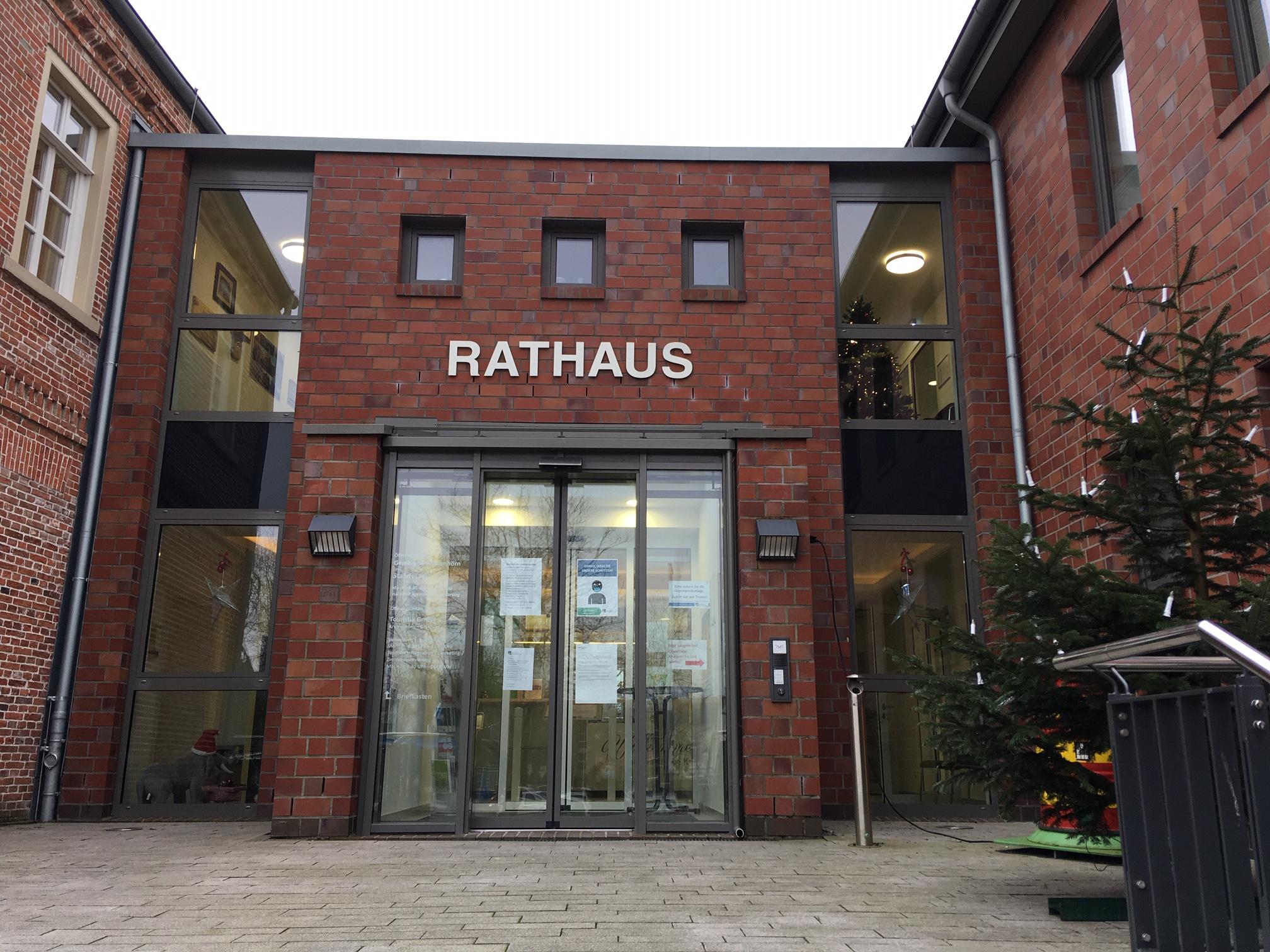 Das Rathaus der Gemeinde Krummhörn bleibt zwischen den Feiertagen vom 28. bis 31. Dezember geschlossen. Auch das Bürgerbüro ist in der Zeit nicht besetzt.